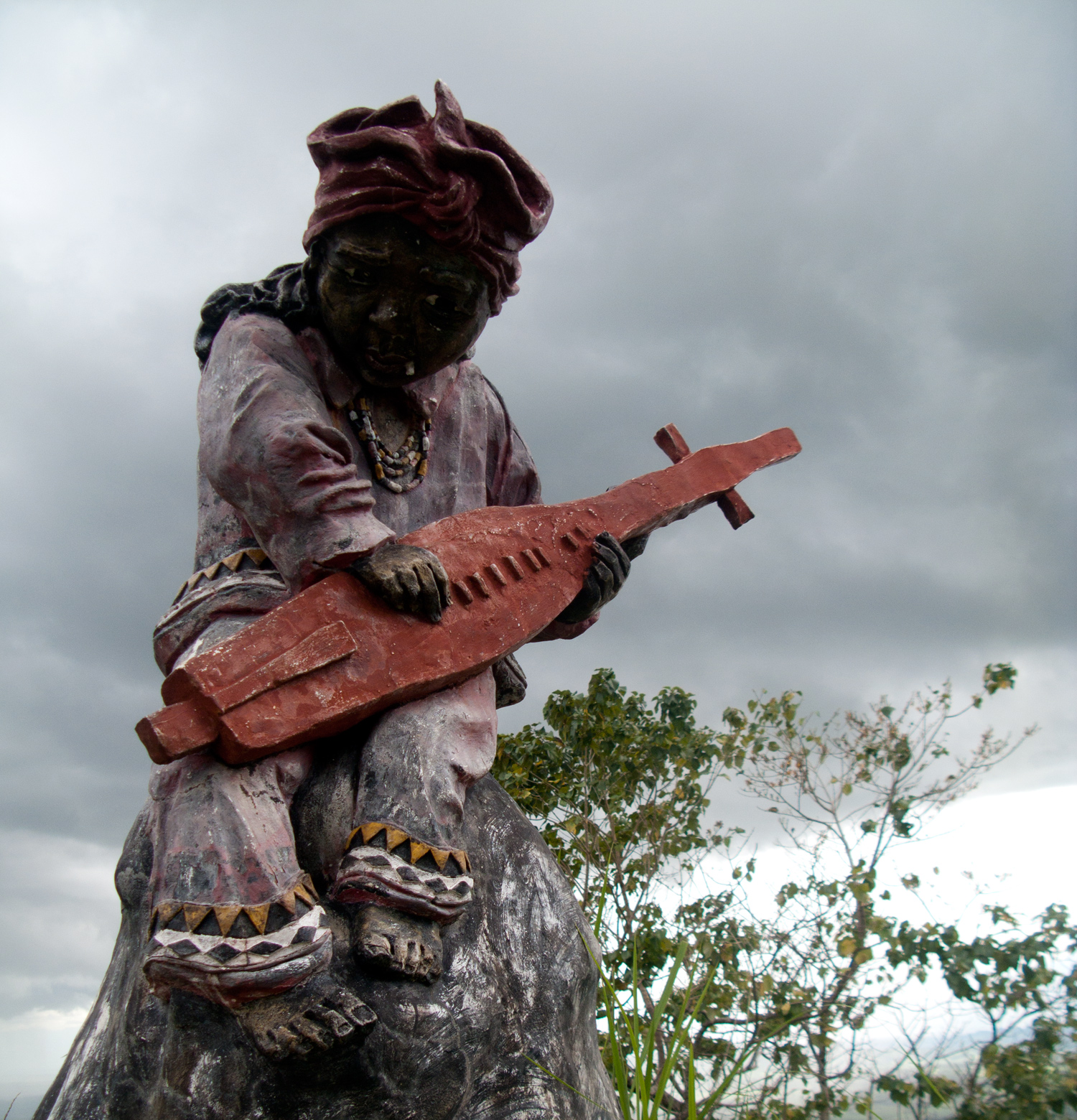 lumad-with-guitar